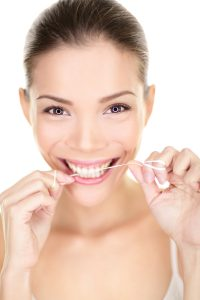 Una correcta higiene de dental garantiza que los implantes se mantengan libres de infecciones.